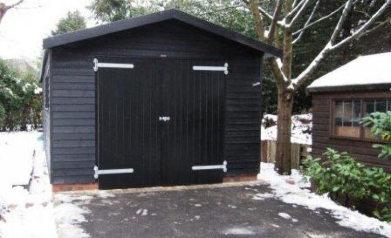 Black Sikkens Garage - Westhumble