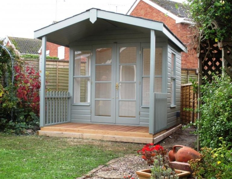 Morston Summerhouse with Opening Windows - Colchester
