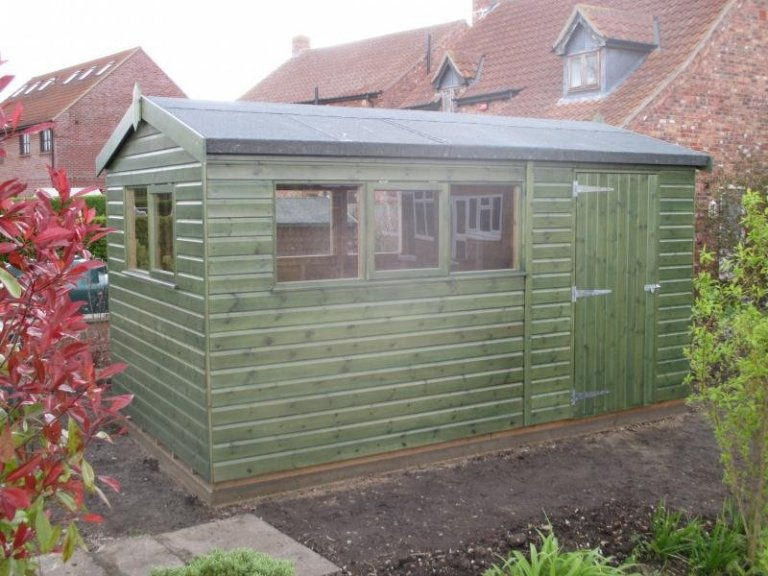 Superior Shed in Green Sikkens Paint  - Sleaford