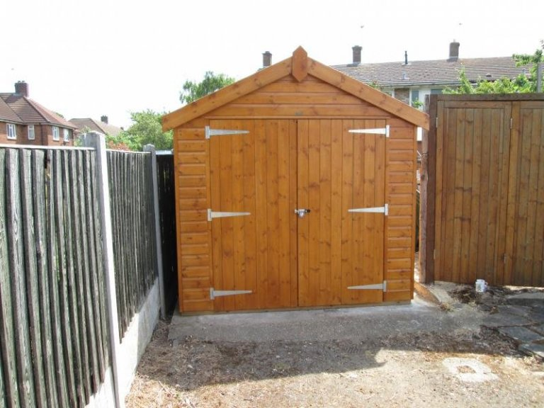 Superior Shed in Sikkens Paint - Hornchurch