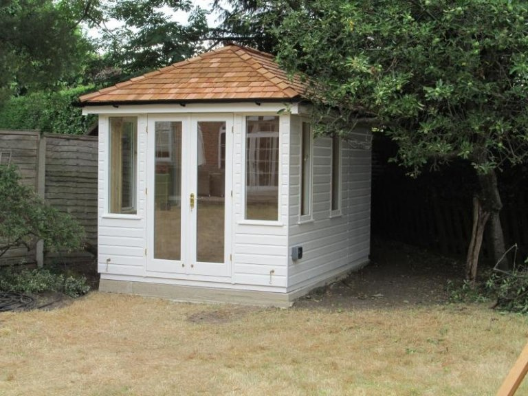 Cley Summerhouse with Opening Windows - East Horsley