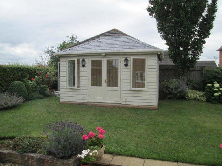Garden Room with Leaded Windows - Sedgeberrow