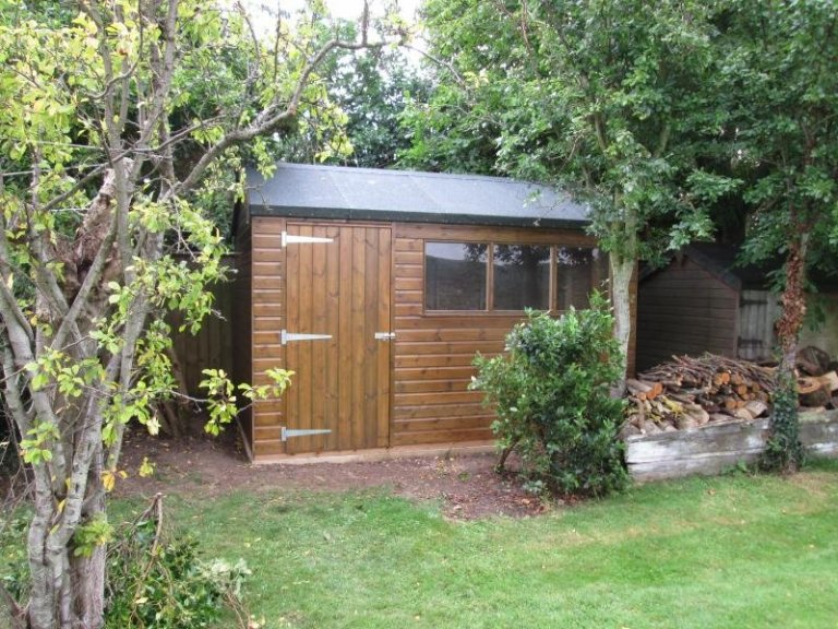 Superior Shed in Sikkens Walnut Paint - Thornham