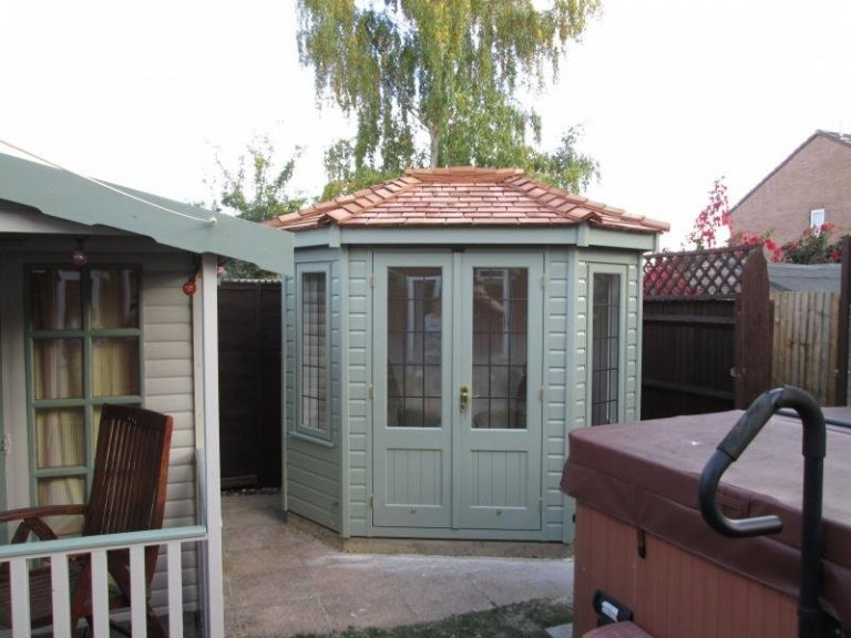 Wiveton Summerhouse with Leaded Windows - Reading