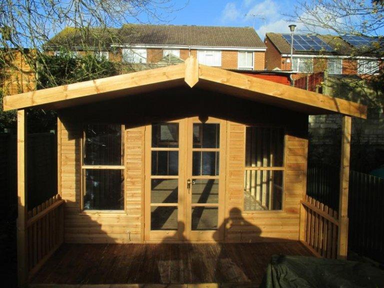 Morston Summerhouse with Extra Windows - Tilehurst