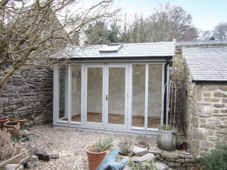 Burnham Garden Studio with Velux Window - Hope Valley