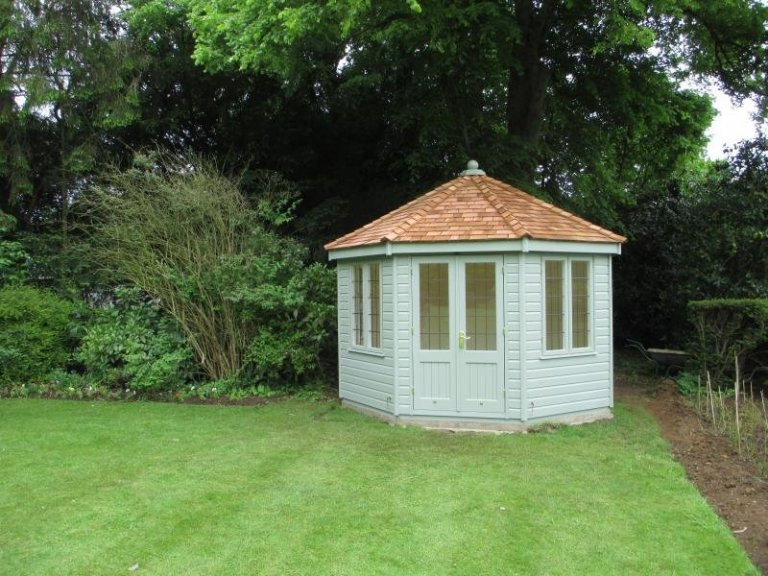 Wiveton Summerhouse with Leaded Windows - Banbury