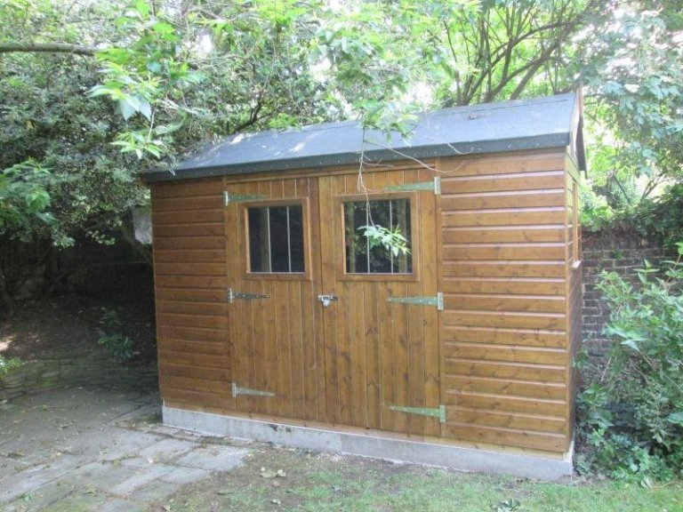 An attractive timber superior shed with breatheable paper lining and a shiplap clad exterior. The high quality garden shed has enhanced security and a heavy-duty felt roof. The exterior is coated with our sikkens preservative stain in the shade of walnut.