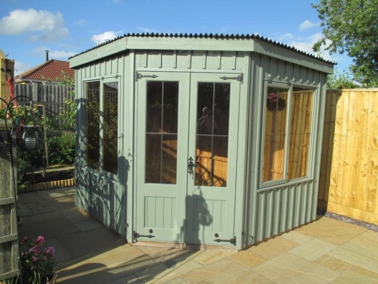 Traditional National Trust Orford Summerhouse - Cliddes