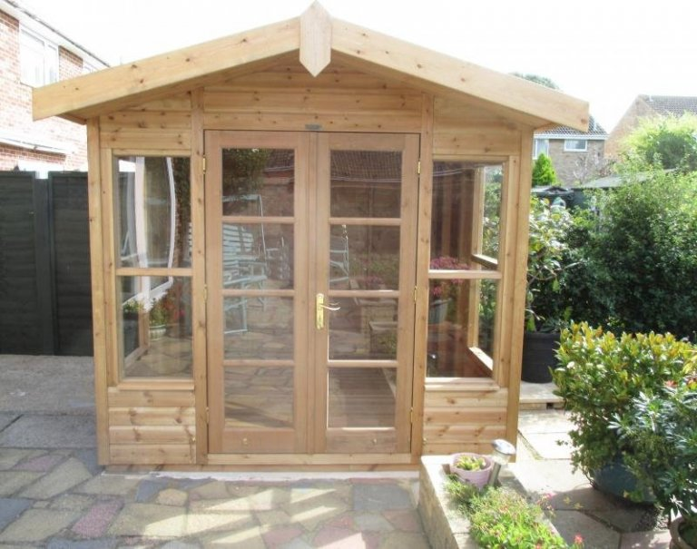 Blakeney Summerhouse with Roof Overhang - Aylesbury