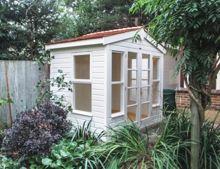 Blakeney Summerhouse with Custom Roof Overhang - Knaphi