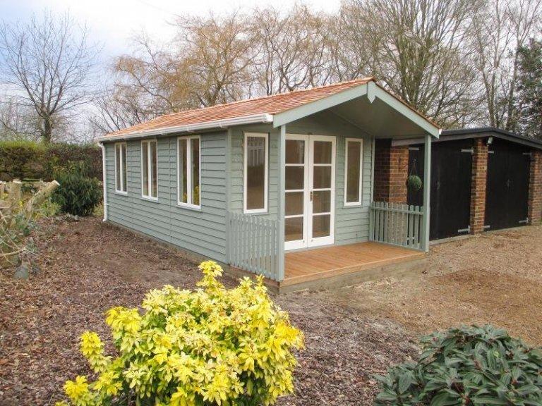 Morston Summerhouse with Veranda - Little Horsted