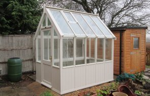 An attractive and traditional timber greenhouse with 4mm toughened safety glass and a single access door. It has an apex glass roof with automatic opening roof vents and wooden shiplap panelling.