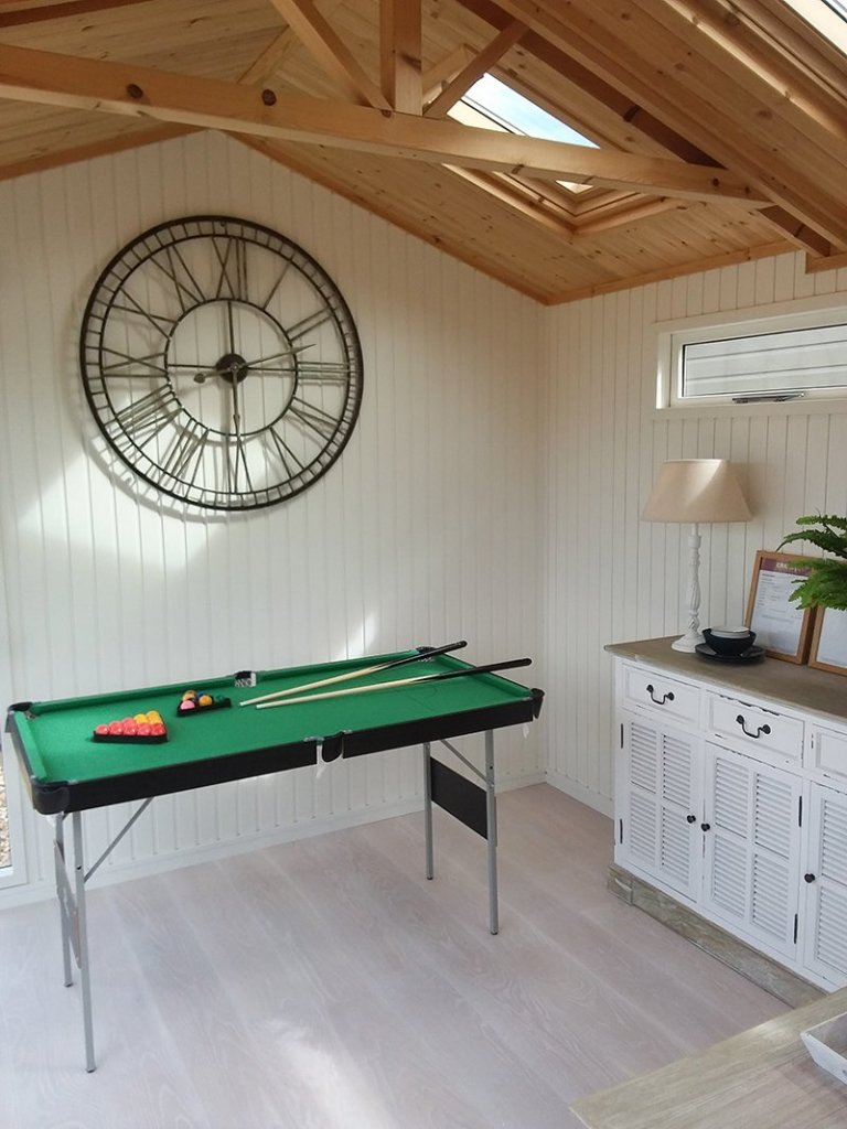 Burnham Studio at Brighton with pool table