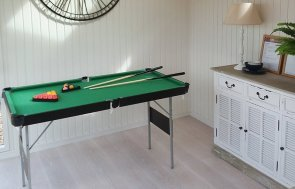 3.0 x 4.2m Burnham Studio at Brighton with pool table