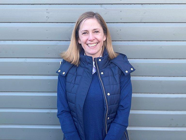 Helen<br/> Sales Consultant