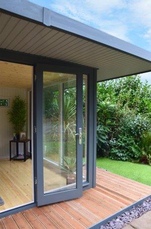 3.8 x 4.4m Holt Studio Veranda and interior