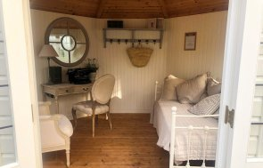3.0 x 3.0 Wiveton Summerhouse interior