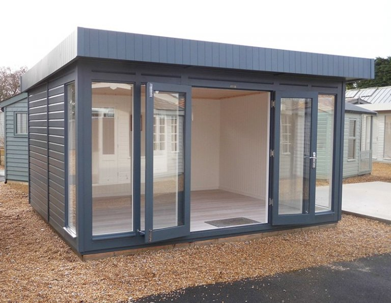 3.6 x 4.2m Salthouse Studio at Burford with open double doors