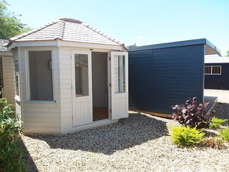 A Classic Summerhouse located next to a Holt Studio