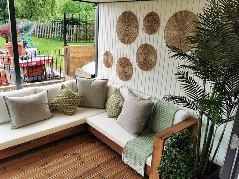 Dressed Veranda on Tunbridge Wells' 4.6 x 9.0m Holt Studio